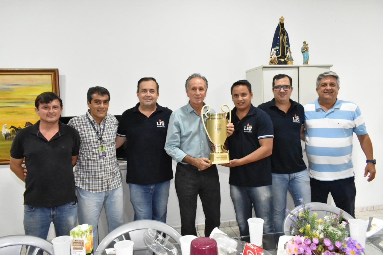 DNA Universitário presenteia Piau com troféu