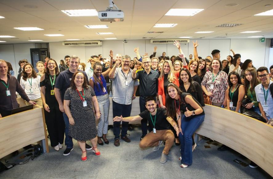 Romeu Zema participa do encerramento do Demoday JA Startup