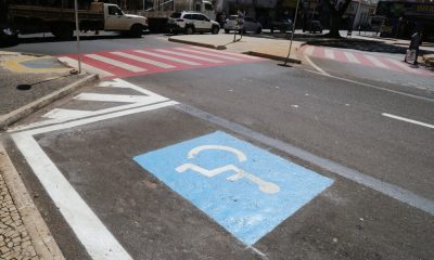 Uberaba prorroga validade de cartão de estacionamento para vagas especiais