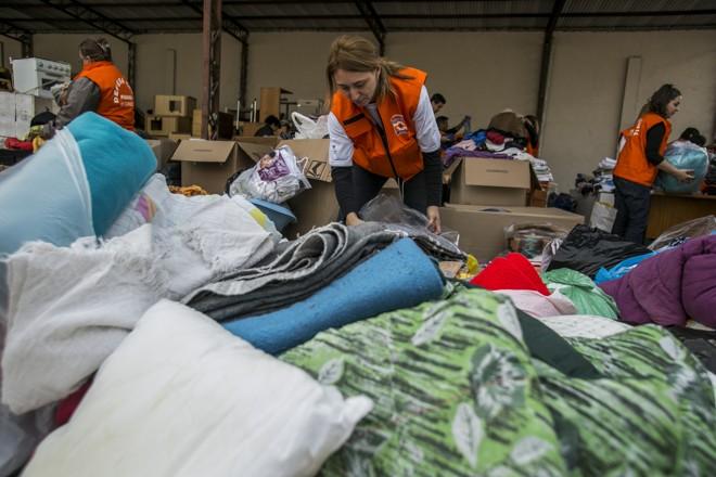 Governo entrega cobertores para instituições que acolhem pessoas em situação de rua