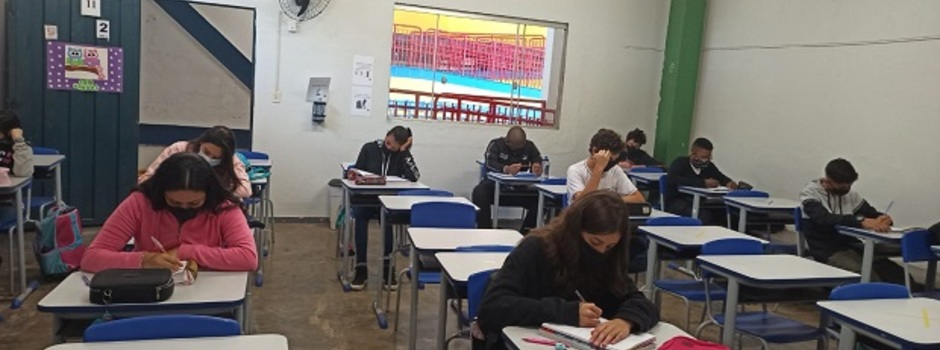 Alunos do 9º ano e do 3º ano do ensino médio retornam às aulas presenciais