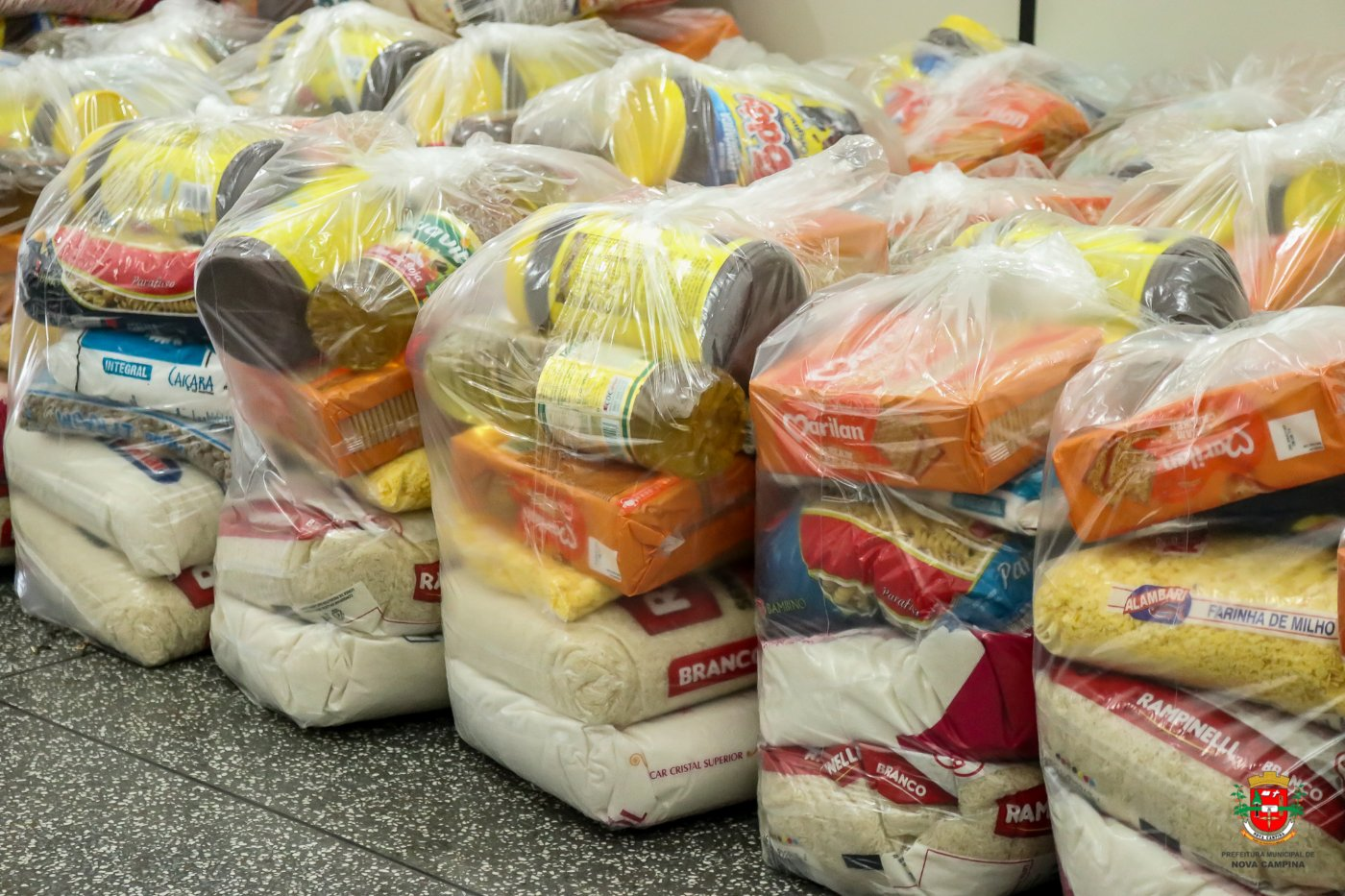 Alunos da Feti entregam mais 30 cestas básicas arrecadadas na campanha #tamojunto