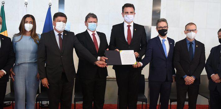 Romeu Zema participa de lançamento do edital de concessão das BRs-381 e 262 no Senado