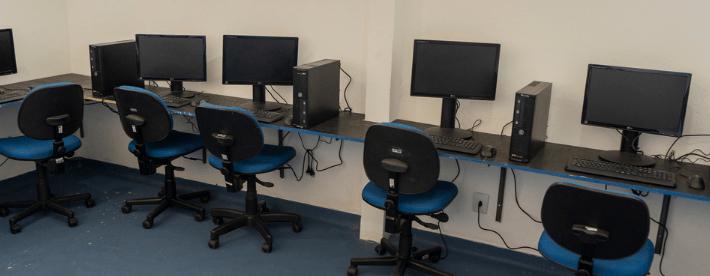 Governo entrega computadores para três escolas municipais