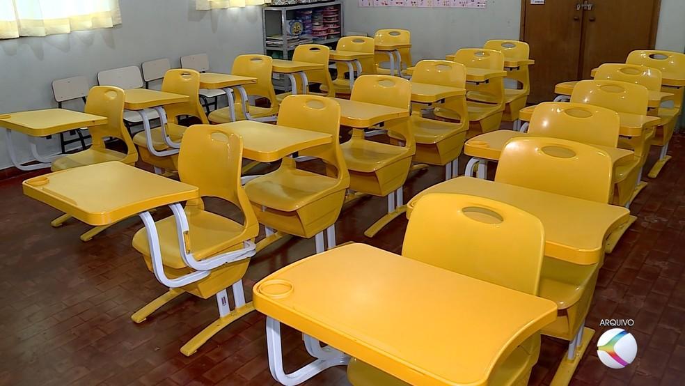 Representantes do Governo visitam escola da rede municipal de ensino