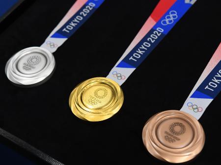 Medalhista de prata nas Paralimpíadas de Tóquio e ex-aluna da rede municipal foi recebida no Centro Administrativo